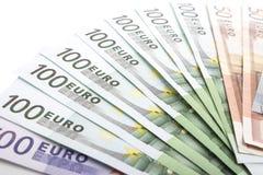 Modèle en gros plan extrême fait d'euro billets de banque de devise Image stock