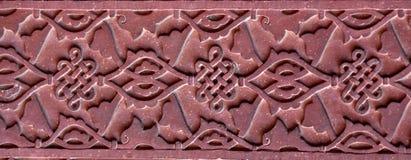 Modèle en pierre sur un mur de temple dans le fort rouge, Âgrâ Photographie stock