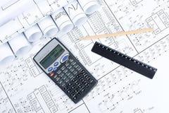 Modèle et calculatrice Photo stock
