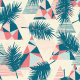 Modèle exotique sans couture avec les palmettes tropicales sur le fond géométrique Images libres de droits