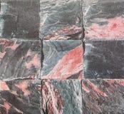 Modèle extérieur de brique de plan rapproché au vieux texte en pierre noir de mur de briques Images stock