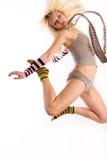 Modèle femelle dans le saut. Photographie stock libre de droits