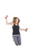 Modèle femelle de forme physique de perte de poids dans le fléchissement de saut photo libre de droits
