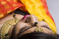 Modèle femelle indien dans le regard indien rural photo libre de droits
