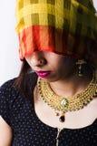 Modèle femelle indien dans le regard indien rural photos stock