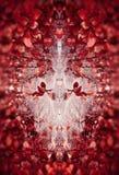 Modèle floral abstrait magnifique de miroir des feuilles et de la rosée rouges sur le Web photographie stock