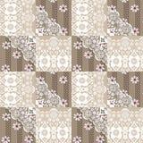Modèle floral de dentelle sans couture de patchwork sur le beige Image stock