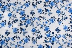 Modèle floral sans couture à l'arrière-plan blanc sur le tissu photo libre de droits