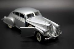Modèle futuriste argenté classique de voiture Photographie stock libre de droits