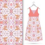 Modèle géométrique sans couture de mode, la robe des femmes Photos libres de droits