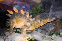 Modèle grandeur nature de dinosaure de lézard de Chongqing de Chungkingosaurus au dinotopia Siam Park City images libres de droits