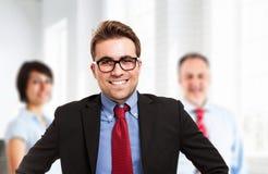 Modèle mâle dans le procès d'affaires Image stock