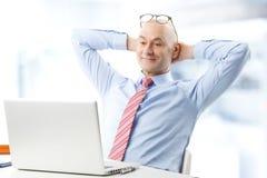 Modèle mâle dans le procès d'affaires Photo stock