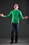 Modèle mâle heureux, mains de applaudissement Photographie stock libre de droits