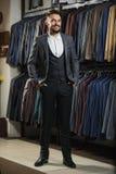Modèle masculin dans un costume Photos stock