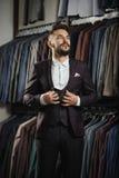 Modèle masculin dans un costume Image libre de droits