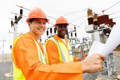 Modèle multiracial d'électriciens Photos libres de droits