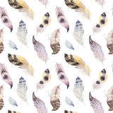 Modèle naturel de boho de plumes d'oiseaux d'aquarelle Seamles de Bohème illustration libre de droits