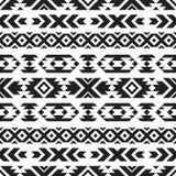 Modèle noir et blanc tribal sans couture Photos stock