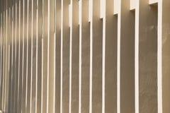 Modèle par les fenêtres du fond de bâtiment Images libres de droits