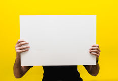 Modèle pour le texte ou conception sur un fond jaune Images stock