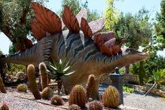 Modèle réaliste d'un Stegosaurus images stock