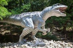 Modèle réaliste de dinosaure - Gigantosaurus photographie stock libre de droits