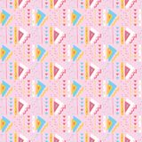 Modèle rose Girly de vecteur de Memphis Style Geometric Abstract Seamless de triangles Illustration de Vecteur