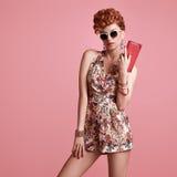 Modèle roux de mode Coiffure élégante de Mohawk photo stock