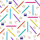 Modèle sans couture avec des crayons de couleur Photos libres de droits