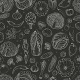 Modèle sans couture avec des légumes sur un fond noir Images libres de droits
