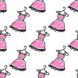 Modèle sans couture avec des robes de griffonnage Image libre de droits