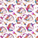 Modèle sans couture avec des têtes de licorne, étoiles, crème glacée  illustration de vecteur