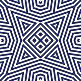 Modèle sans couture avec l'ornement géométrique symétrique Fond rayé d'abrégé sur bleu marine Papier peint répété de triangles Photographie stock