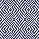 Modèle sans couture avec l'ornement géométrique symétrique Fond rayé d'abrégé sur bleu marine Papier peint répété de triangles Photographie stock libre de droits
