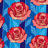 Modèle sans couture avec la fleur rose dans des feuilles fleuries rouges et bleues sur le fond bleu-foncé Photo libre de droits