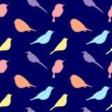 Modèle sans couture avec la silhouette des oiseaux Fond romantique dans des couleurs en pastel sur le bleu illustration libre de droits