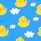 Modèle sans couture avec le canard et les nuages mignons sur le fond bleu Ornement pour des textiles et l'emballage Vecteur illustration de vecteur