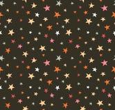 Modèle sans couture avec le ciel nocturne et les étoiles tirées par la main colorées Photo stock