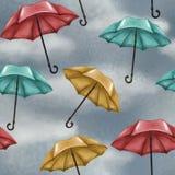 Modèle sans couture avec le ciel nuageux et pluvieux Parapluies multicolores Bleu, rouge et jaune weather illustration libre de droits