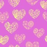 Modèle sans couture avec les coeurs jaunes en pastel sur le fond de lavande Photographie stock