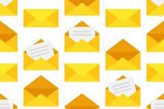 Modèle sans couture avec les enveloppes jaunes illustration libre de droits