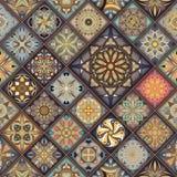 Modèle sans couture avec les mandalas décoratifs Éléments de mandala de vintage Rapiéçage coloré Images libres de droits