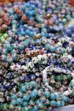 Modèle sans couture avec les perles colorées Image libre de droits