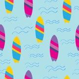 Modèle sans couture avec les planches de surf lumineuses illustration stock
