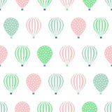 Modèle sans couture chaud de ballon à air Illustrations de vecteur de fête de naissance d'isolement sur le fond blanc Images libres de droits
