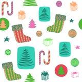 Modèle sans couture coloré de nouvelle année avec le bas de Noël, sucrerie, arbre de Noël, cadeaux d'ANG de boules Vecteur tiré p photos stock