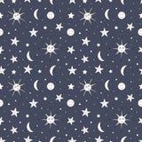 Modèle sans couture d'enfants de ciel nocturne avec le soleil, la lune et les étoiles Photographie stock libre de droits
