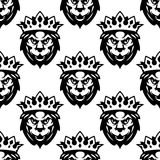 Modèle sans couture d'un lion royal Photos libres de droits