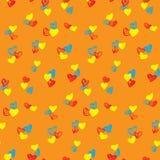 Modèle sans couture de coeurs colorés sur le fond orange illustration libre de droits